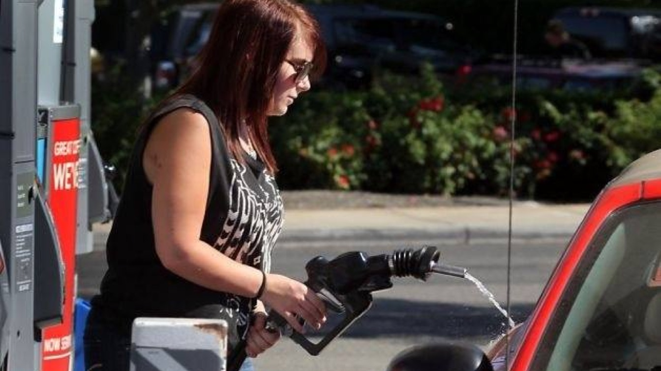 Oregonians Can Now Pump Their Own Gas and They Are NOT Happy About It