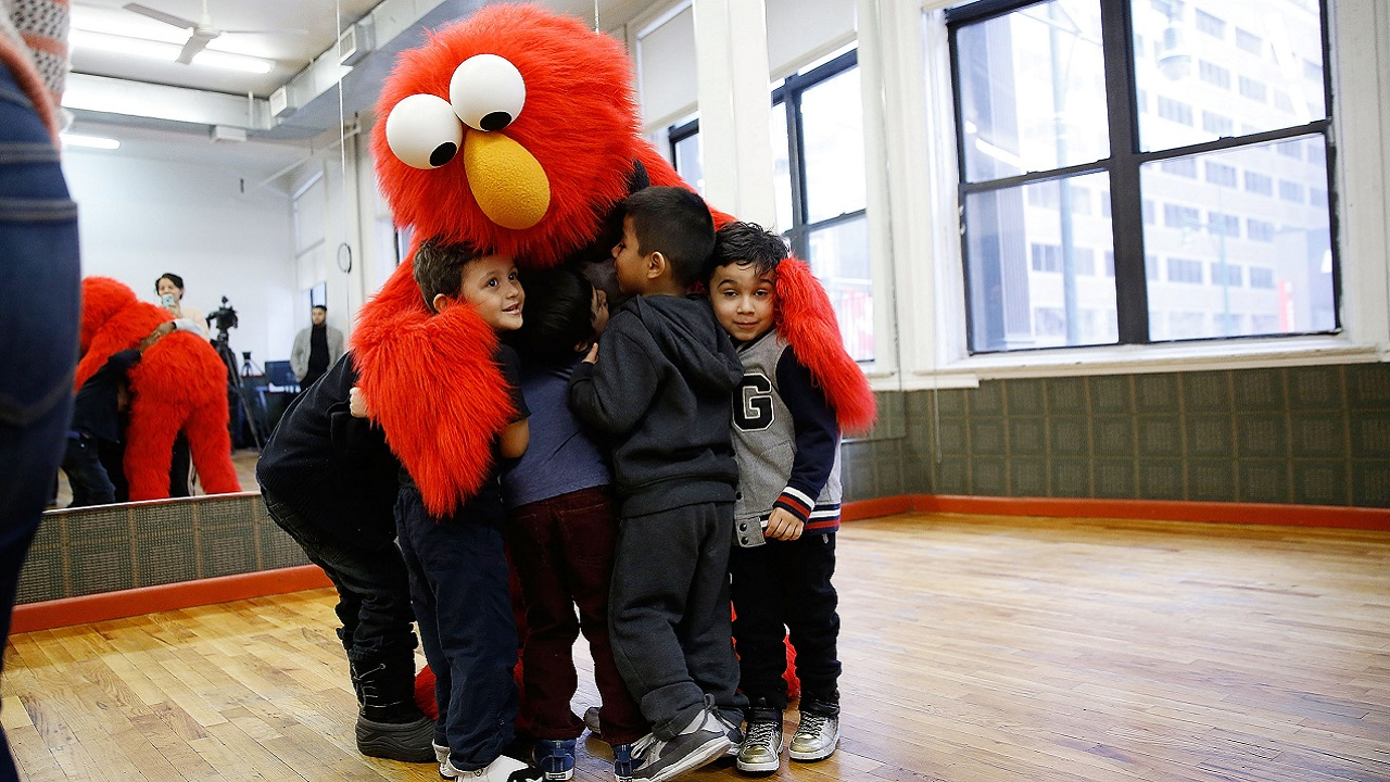 Science Explains Why Your Kids Love Elmo