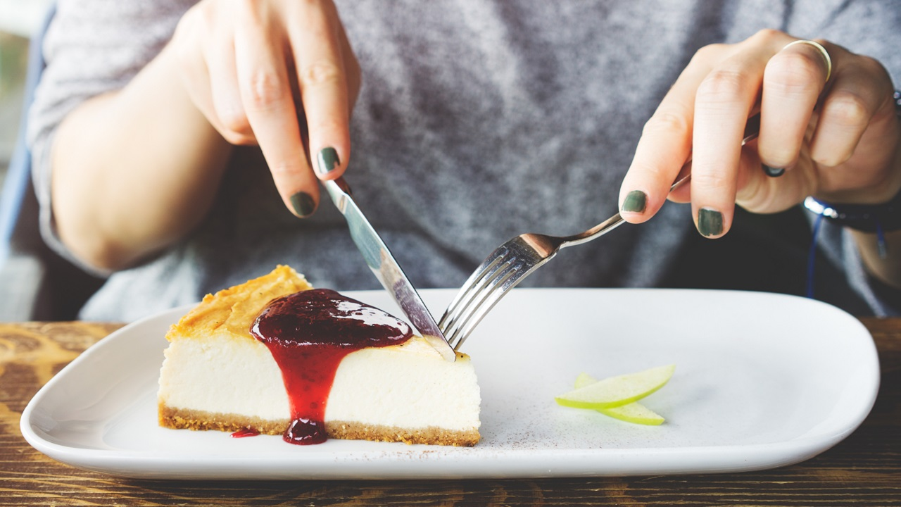 Woman Tries To Murder Lookalike With Poison Cheesecake