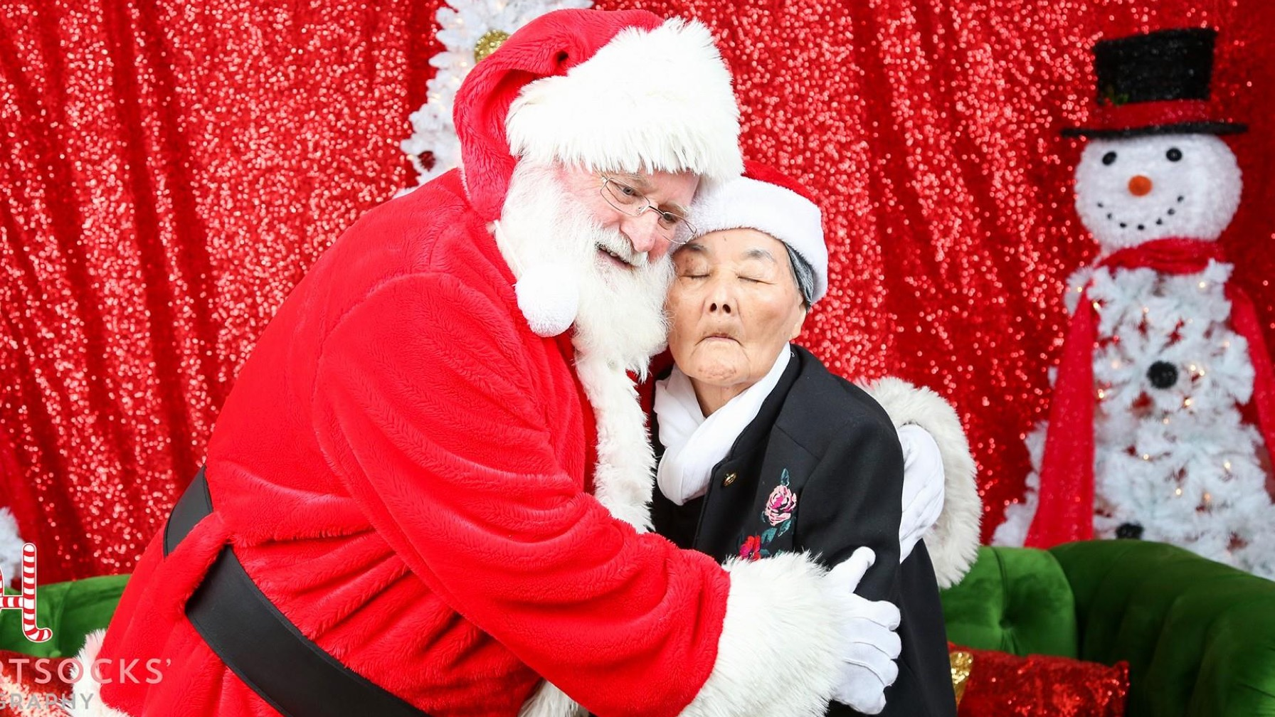 Santa Snuggles With His #1 Fan: A Great-Grandmother With Dementia
