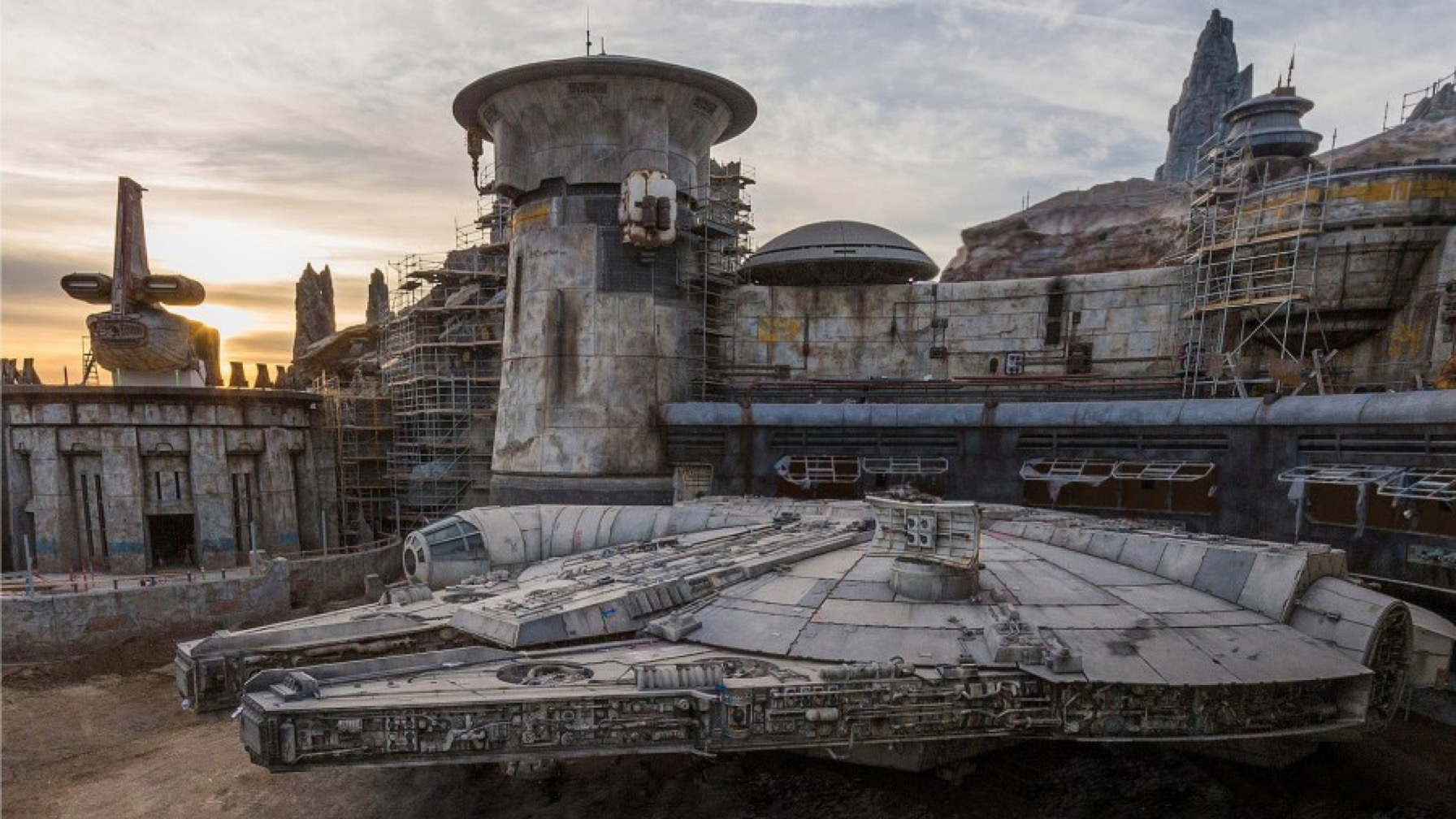 """Disney's """"Galaxy's Edge"""" Star Wars Theme Park is Almost Operational [WATCH]"""