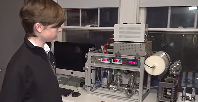 14yr-old Builds Nuclear Reactor