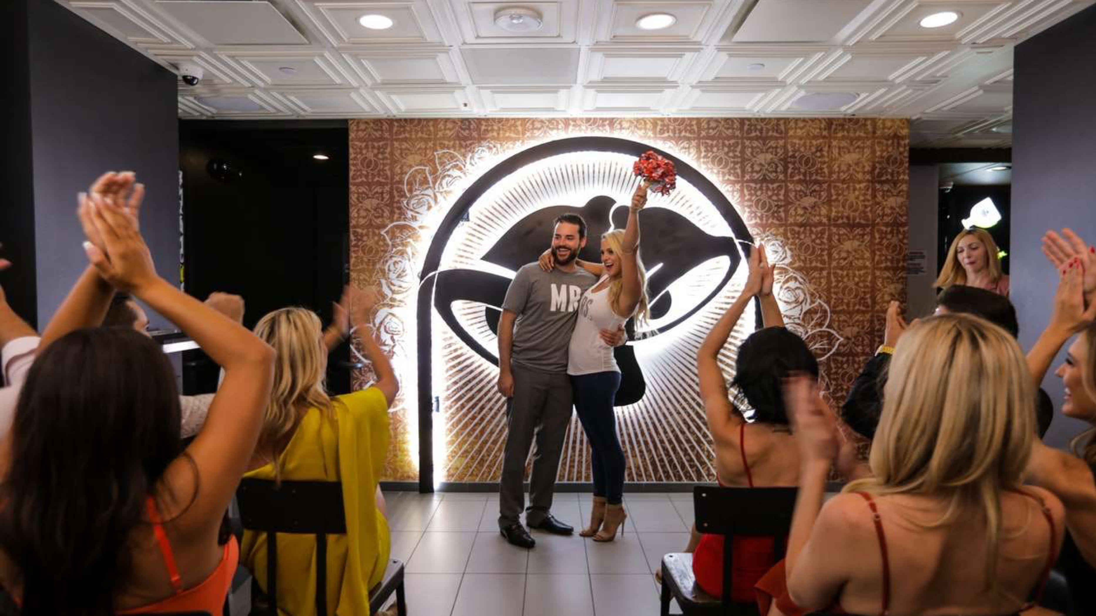 Here's the Skinny On Having a Supreme Taco Bell Wedding