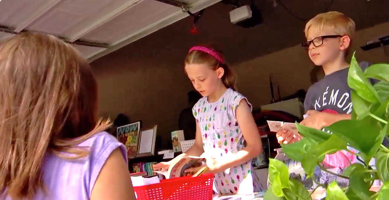 10-Yr-Old Texas Girl Starts Garage Library to Encourage Summer Reading