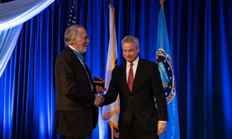 Gary Sinise honored with Patriot Award
