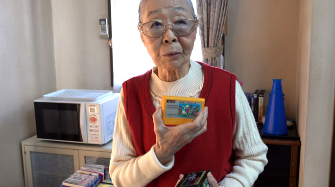 90-Yr-Old Gaming Grandma Holds World Record for Oldest YouTube Gamer