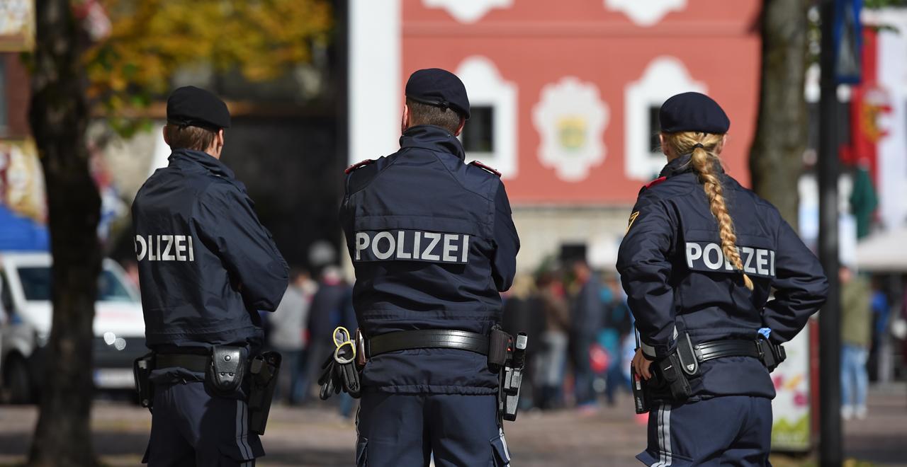 Austrian Cops Fart Fine