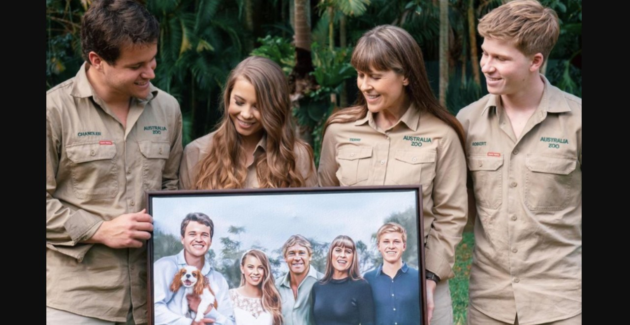 Bindi Irwin Shares Moving Photo of Wedding Artwork Featuring Her Dad