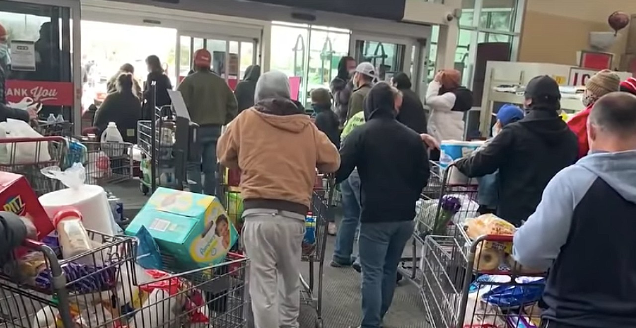 Texas store loses power, lets customers leave with groceries