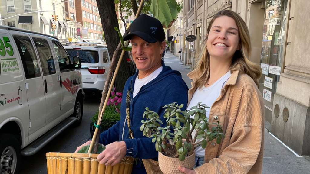 Woody Harrelson Helps A Woman Move