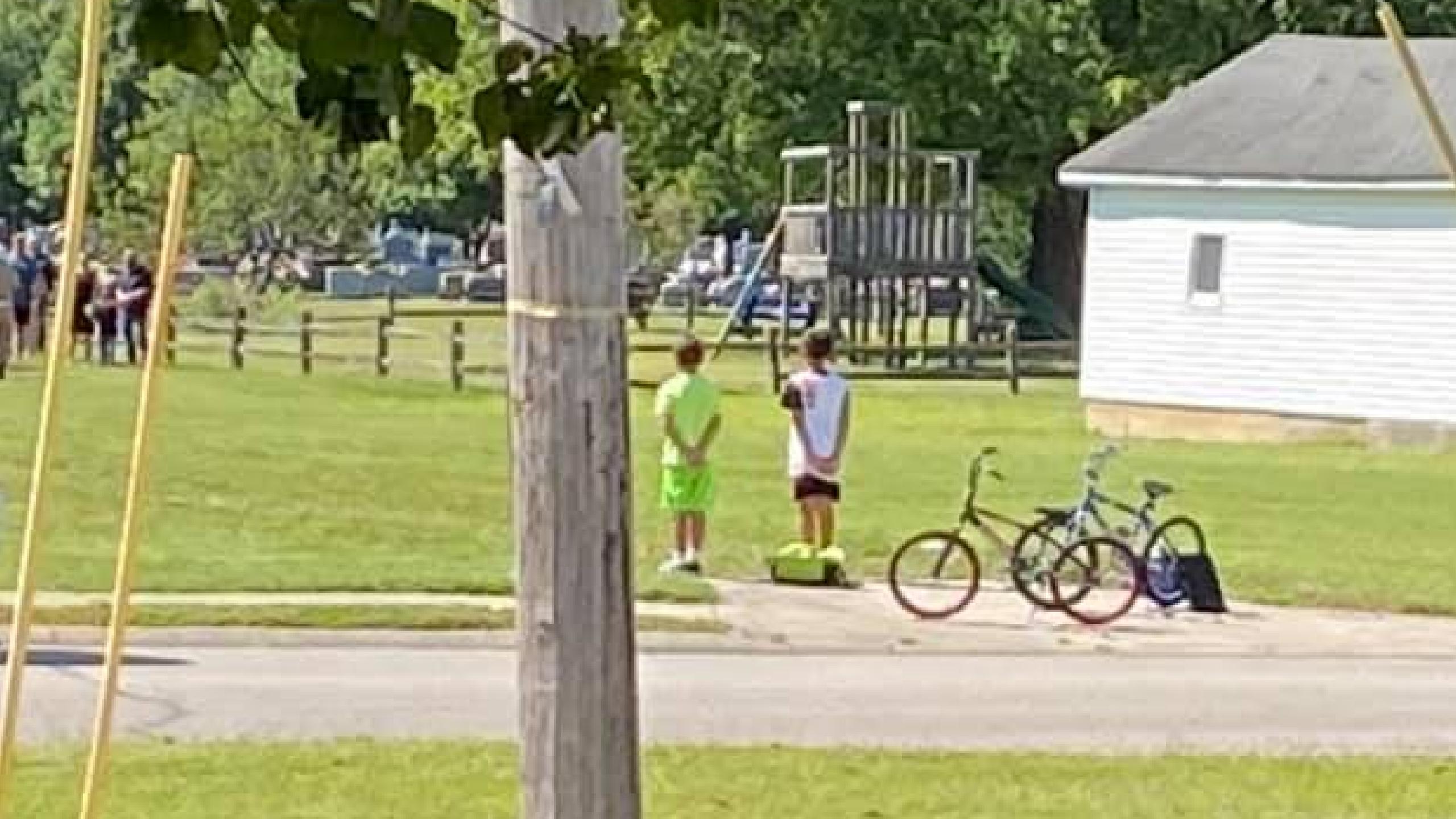 Kids stop to Honor Vet